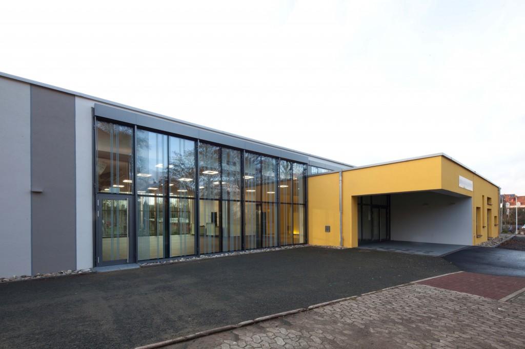 Gemeindezentrum außen; Eingangsbereich